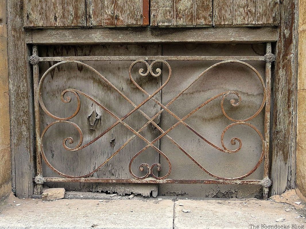 A rusty grate, Facebook Photos for August www.theboondocksblog.com
