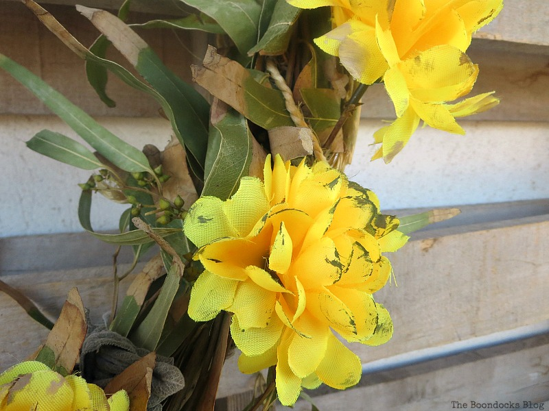 Painted yellow flowers, Easy Fall Wreath Int'l Bloggers Club www.theboondocksblog.com