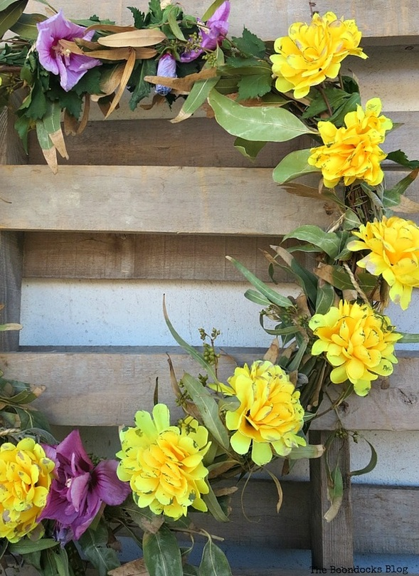 Half of wreath, Easy Fall Wreath Int'l Bloggers Club www.theboondocksblog.com