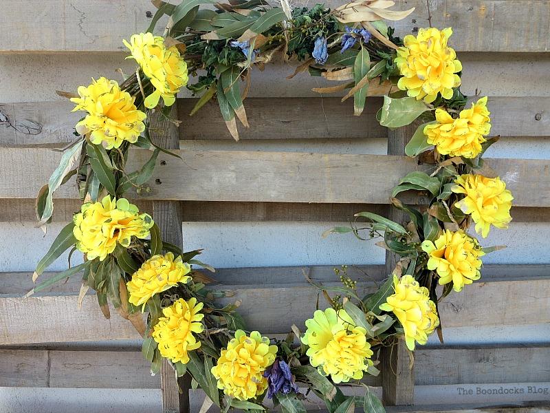 Finished easy fall wreath, Easy Fall Wreath Int'l Bloggers Club www.theboondocksblog.com