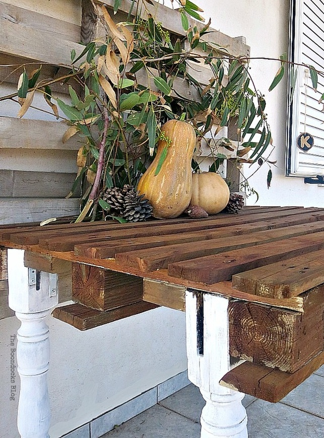 The pallet table with pumpkins, The Drunken Table and a Fall Vignette www.theboondocksblog.com