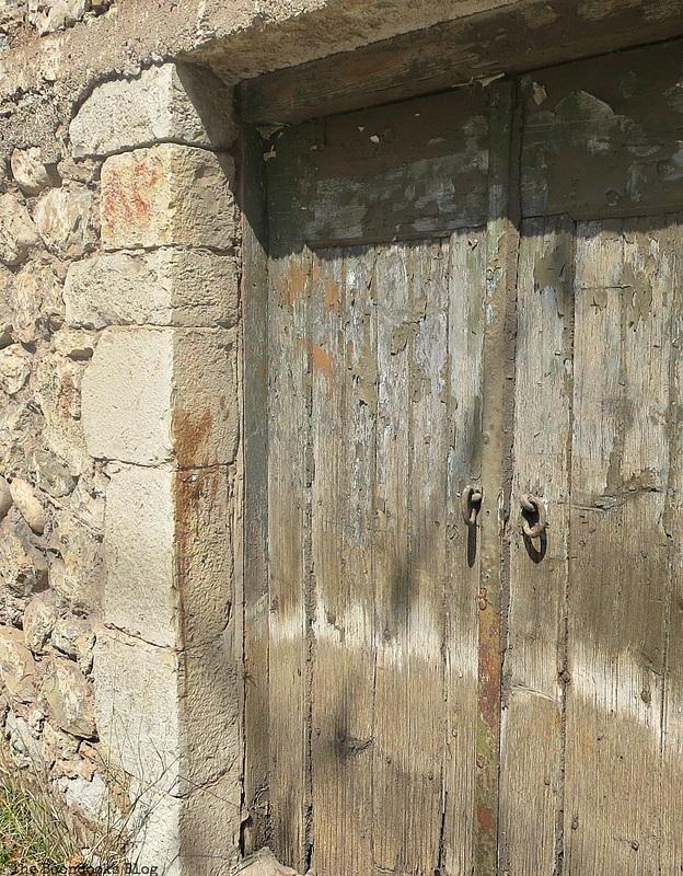 wooden door, Old Stone Buildings on the Waterfront www.theboondocksblog.com