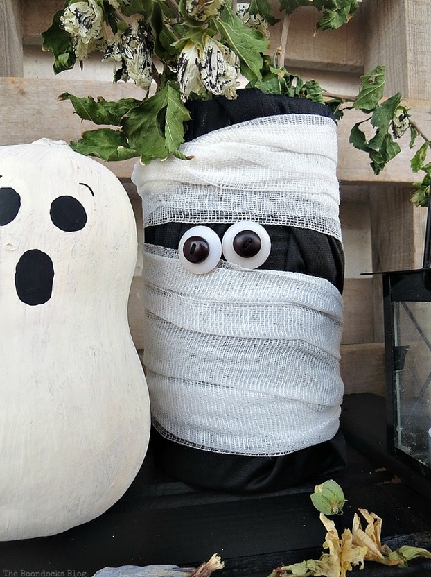 Miss gourd and the mummy, Fun and Easy Halloween Vignette - Int'l Bloggers Club Challenge www.theboondocksblog.com