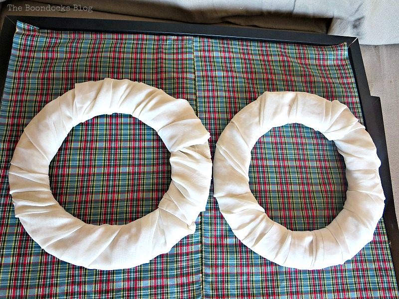Wrapping the chiffon fabric around the donut shapes to make wreaths, Christmas Picture Frames with Wreaths the Lazy Way www.theboondocksblog.com