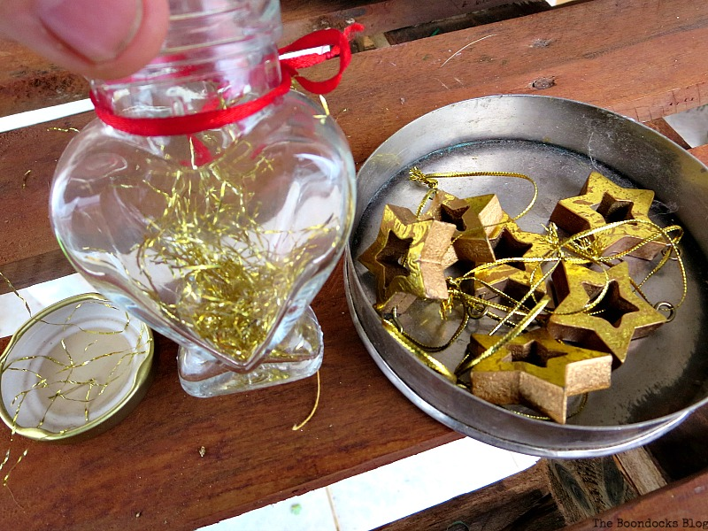 gold accents, A repurposed Antique Cauldron for Christmas theboondocksblog