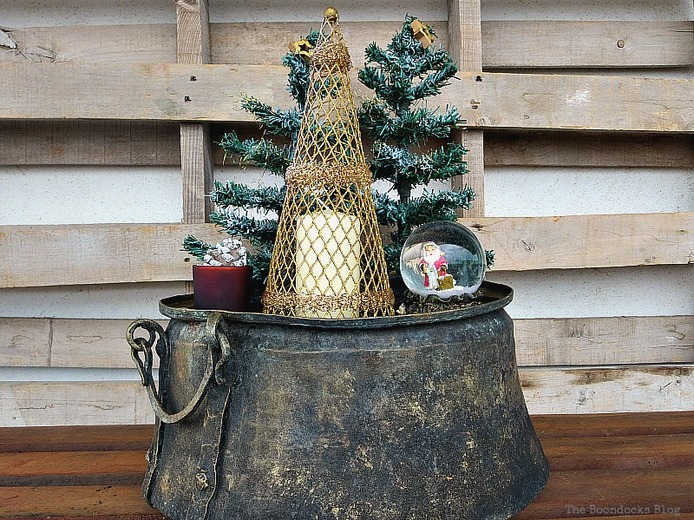 Christmas decor, A repurposed Antique Cauldron for Christmas theboondocksblog
