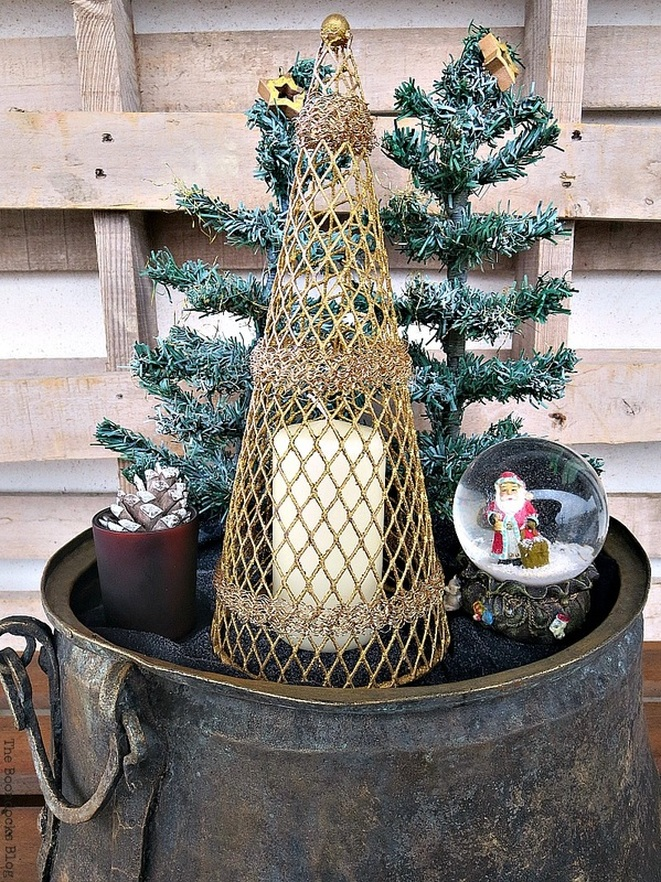 Christmas vignette, A repurposed Antique Cauldron for Christmas theboondocksblog