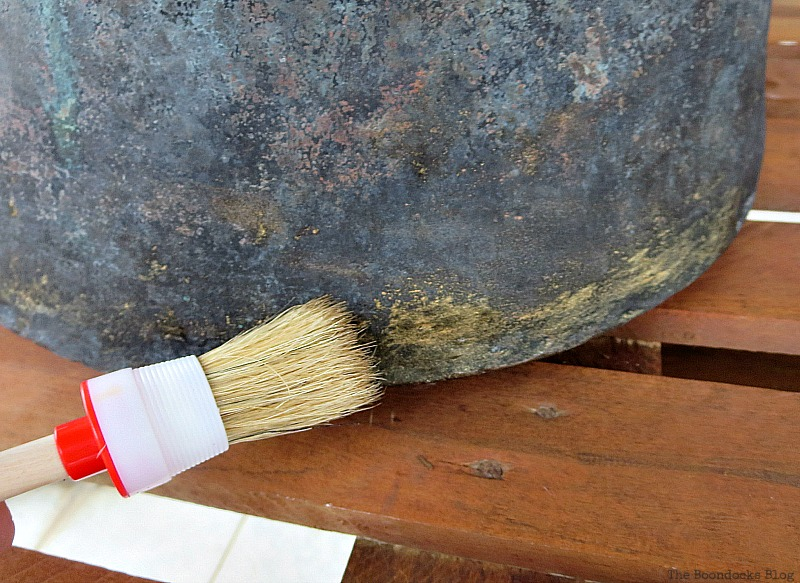 Brushing on the brass, A repurposed Antique Cauldron for Christmas theboondocksblog