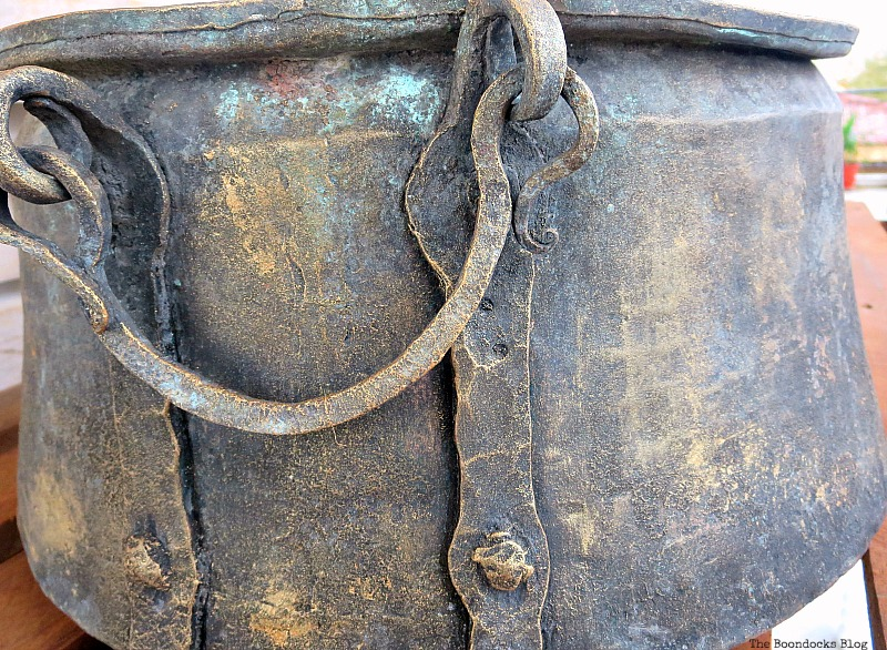 Adding more metallic color, A repurposed Antique Cauldron for Christmas theboondocksblog