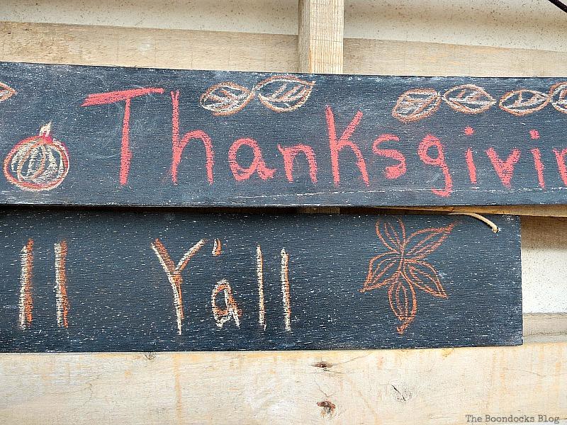 Sign details, Easy Chalkboard signs for the Holidays www.theboondocksblog.com