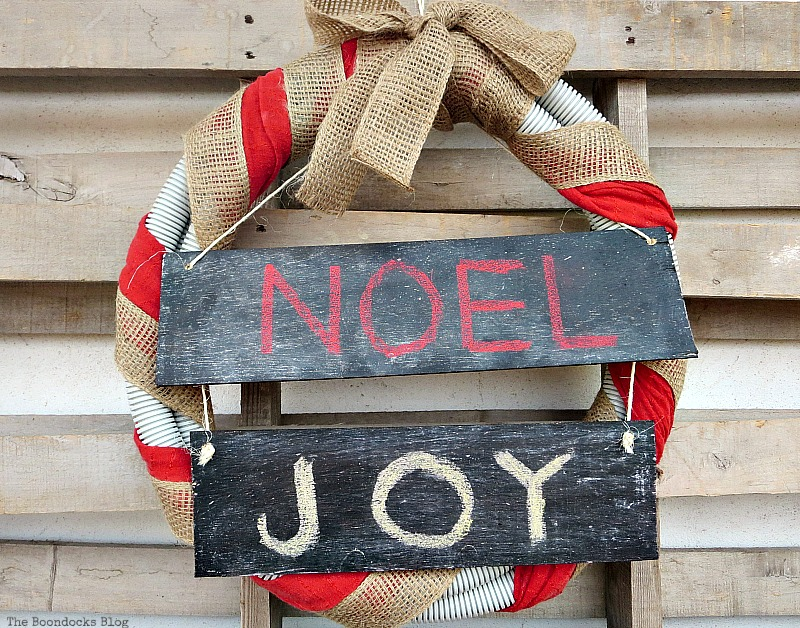 Repurposed tube wreath, Easy Chalkboard signs for the Holidays www.theboondocksblog.com