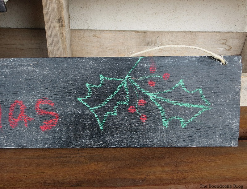 Detail of Merry Christmas sign, Easy Chalkboard signs for the Holidays www.theboondocksblog.com