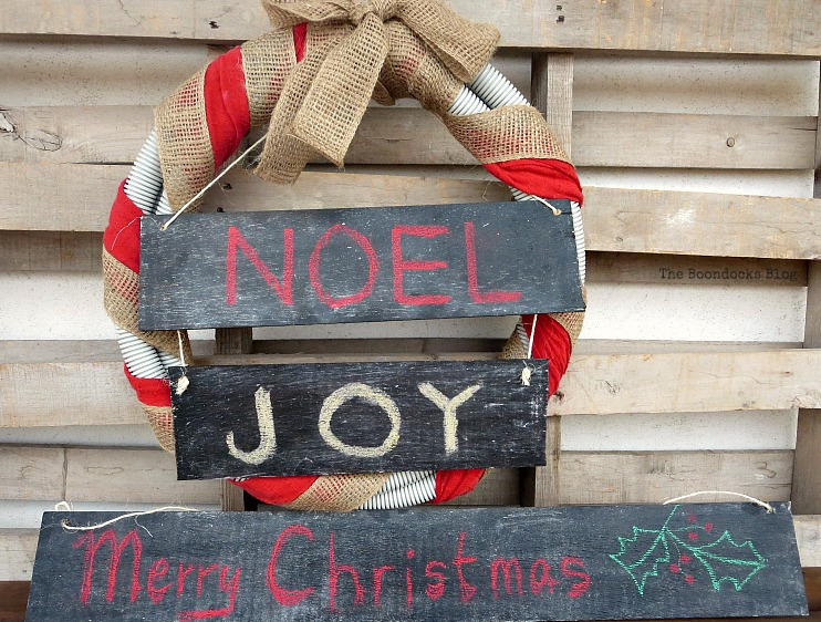 Merry Christmas sign, Easy Chalkboard signs for the Holidays www.theboondocksblog.com