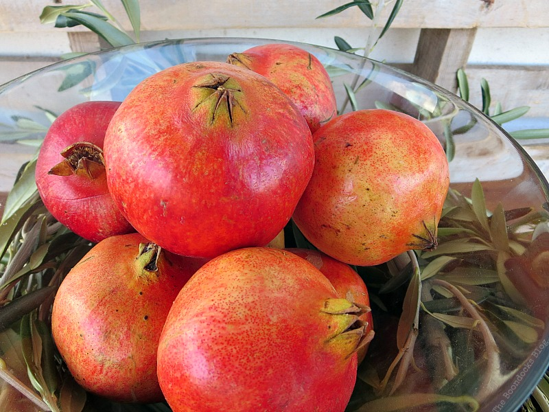 Pomegranetes in a glass bowl, Natural Thanksgiving Centerpieces, Thankful at Home www.theboondocksblog.com