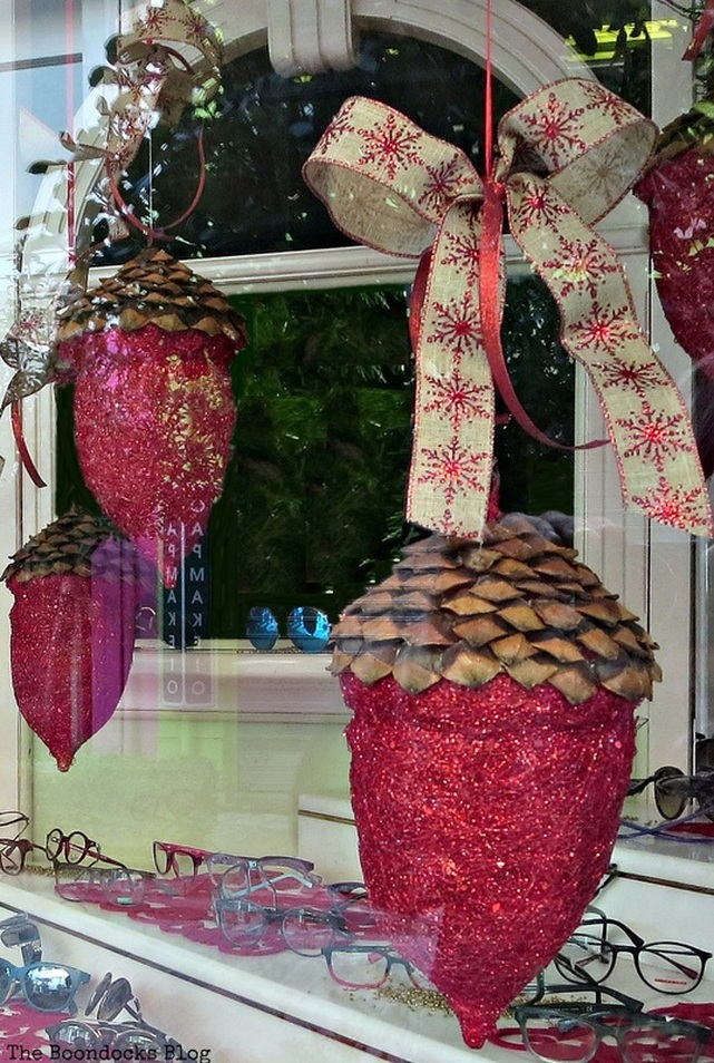 Store window display, Christmas Traditions in Greece, Int'l Bloggers Club www.theboondocksblog.com