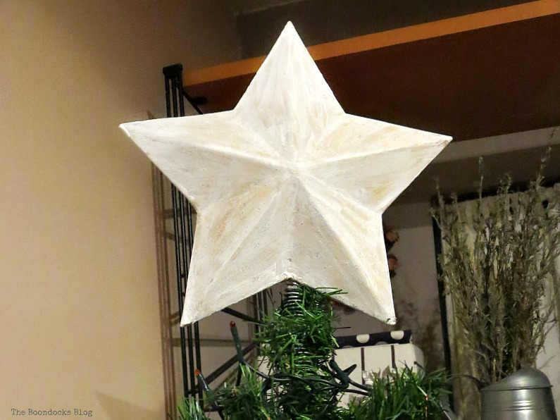 The whitewashed star, How to Upcycle your Christmas Tree on the cheap, www.theboondocksblog.com