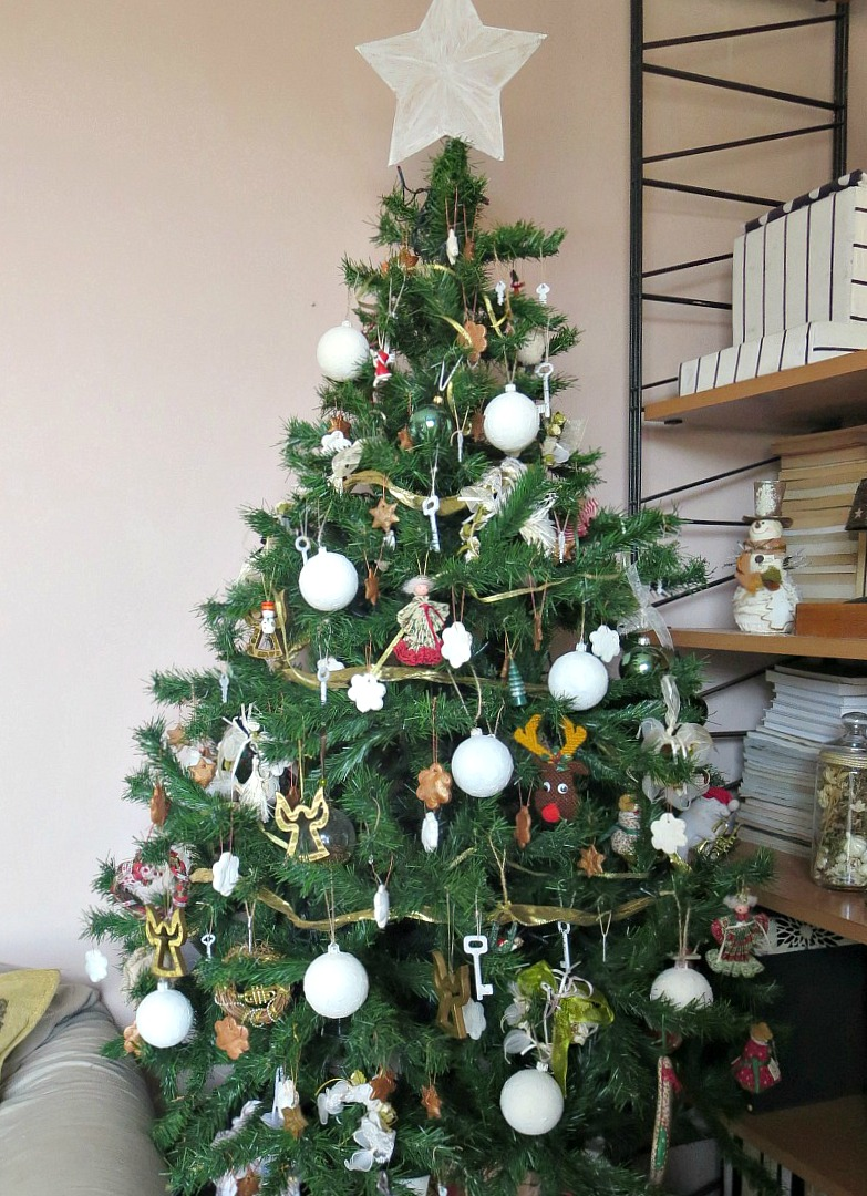 The tree with upcycled ornaments, How to Upcycle your Christmas Tree on the cheap, www.theboondocksblog.com