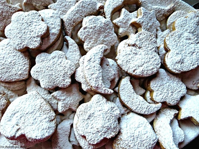 Butter cookies, Kourambiedes, Christmas Traditions in Greece, Int'l Bloggers Club www.theboondocksblog.com