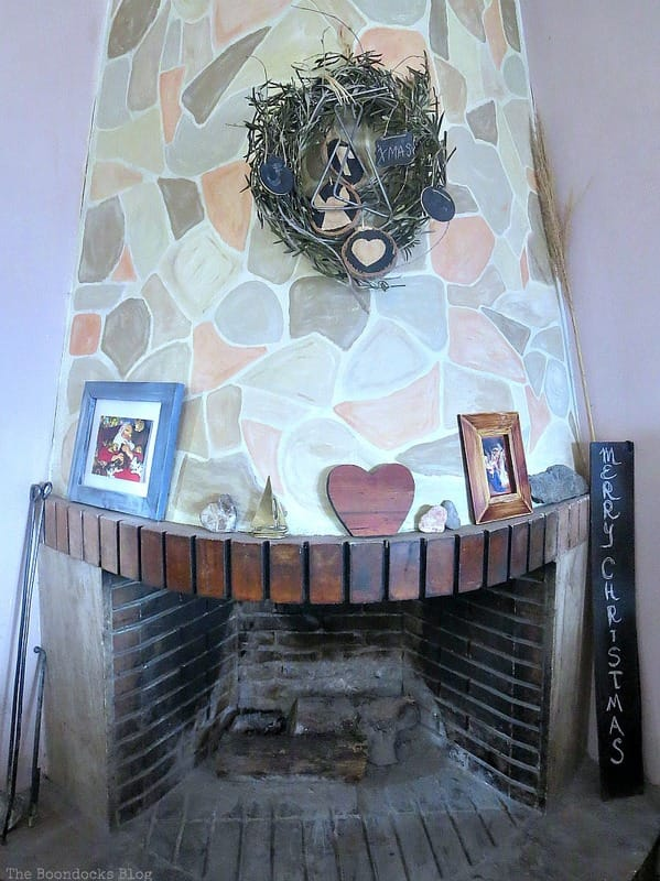 A very casual fireplace for Christmas, A Repurposed Spice Rack vignette for Christmas, www.theboondocksblog.com