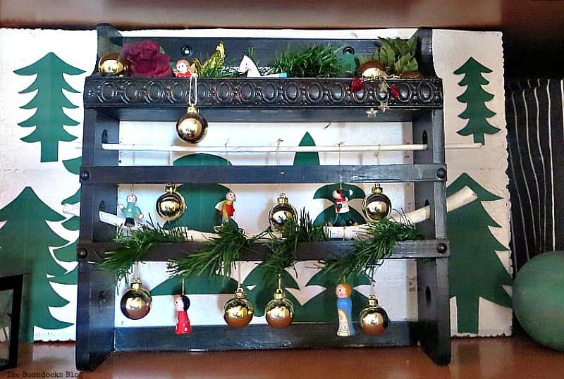 A Repurposed Spice Rack vignette for Christmas, www.theboondocksblog.com