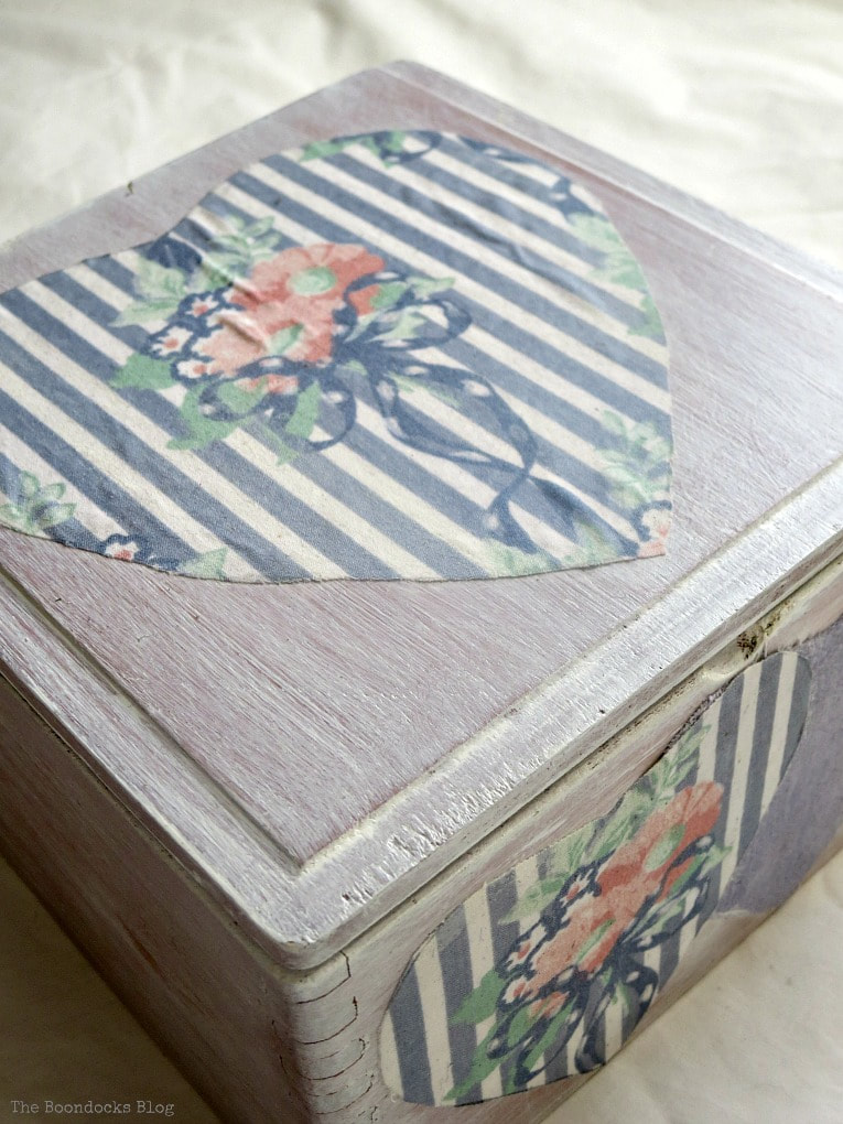hearts decoupaged onto an old wooden cigar box, Valentine's Day Wooden Gift Box www.theboondocksblog.com