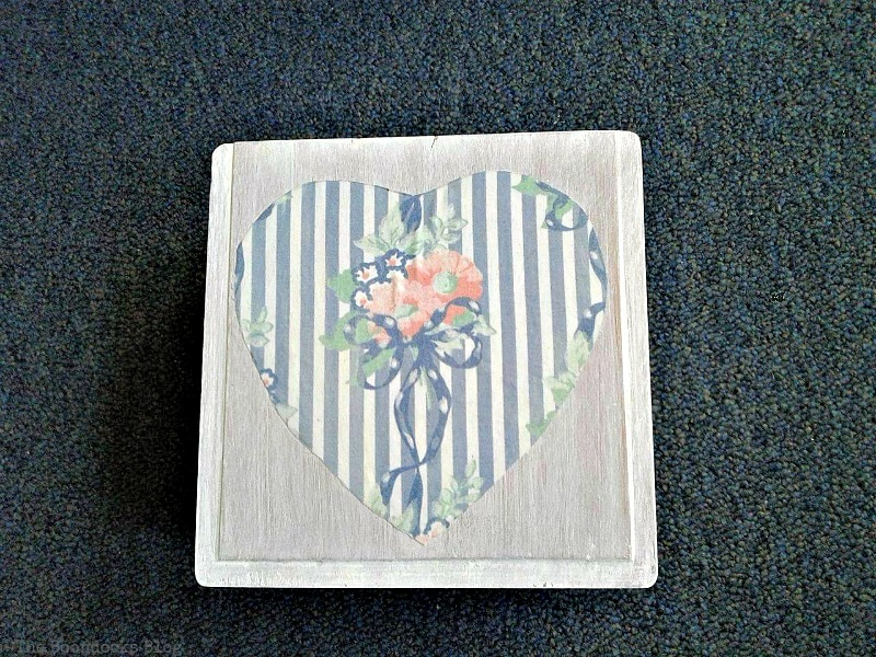 decoupaged heart on top of box, Valentine's Day Wooden Gift Box www.theboondocksblog.com