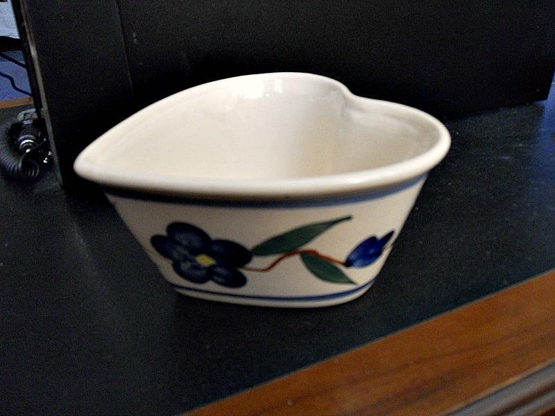 heart shaped bowl, Valentine's Day Wooden Gift Box www.theboondocksblog.com