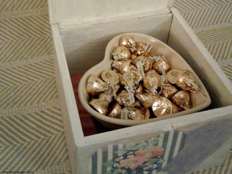 heart shaped bowl inside box, Valentine's Day Wooden Gift Box www.theboondocksblog.com