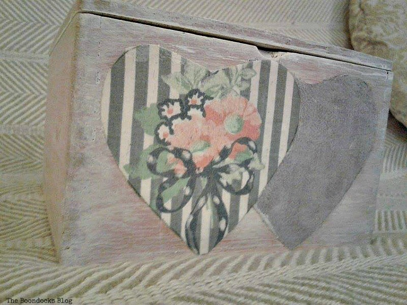 outside of box, Valentine's Day Wooden Gift Box www.theboondocksblog.com