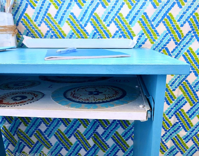 close up of edge, Fabulous Ikea Desk Makeover with Chalky Finish Paint, thebookdocksblog.com