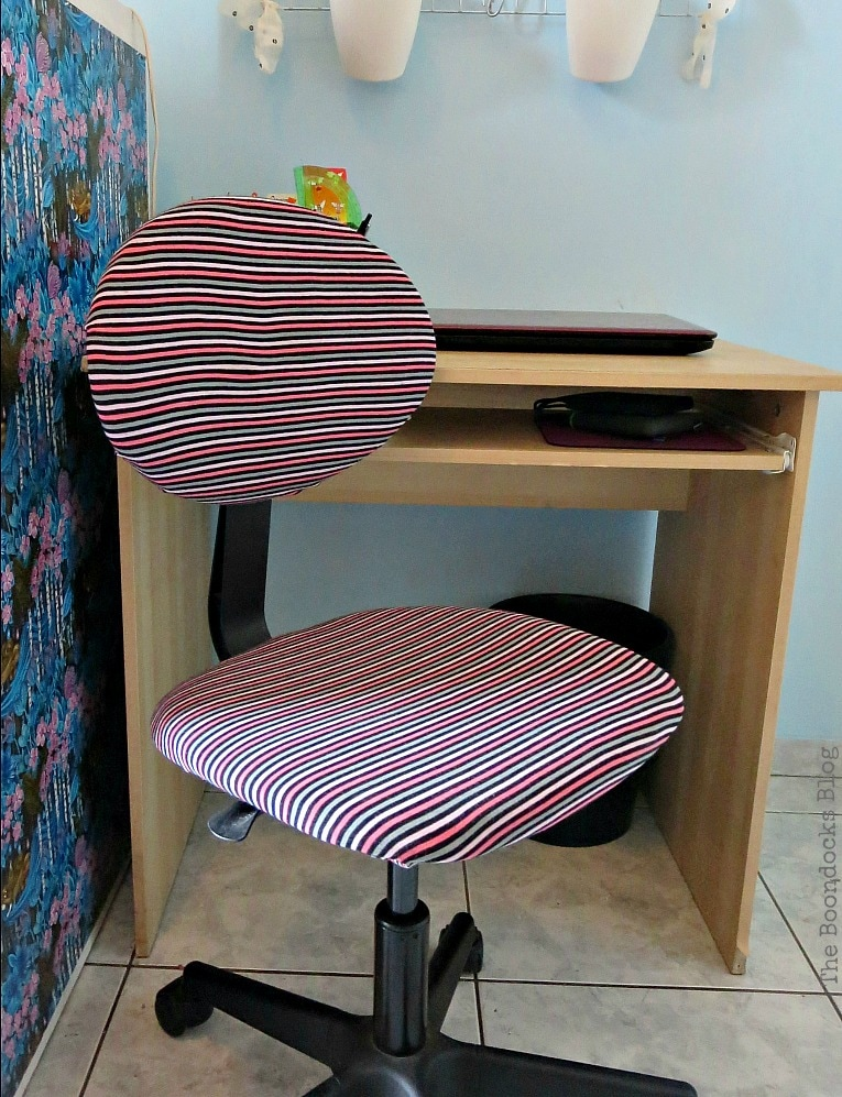 Desk before, Fabulous Ikea Desk Makeover with Chalky Finish Paint, thebookdocksblog.com
