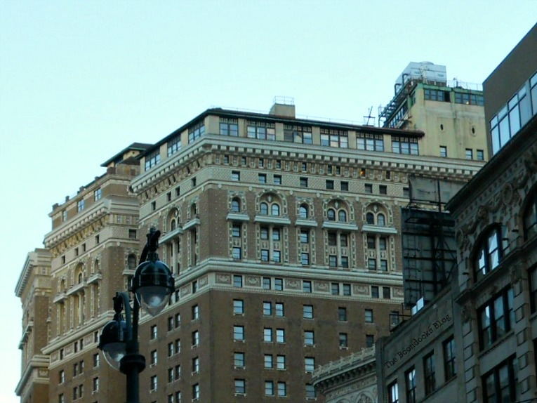 building with intricate work on top floors, Buildings of New York www.theboondocksblog.com