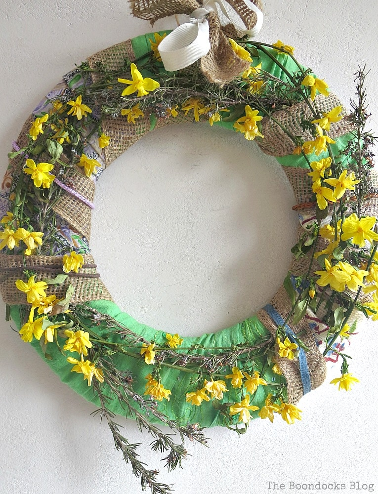 How to make a wreath using natural flowers and green fabric, How to Make a Green Wreath for Spring www.theboondocksblog.com