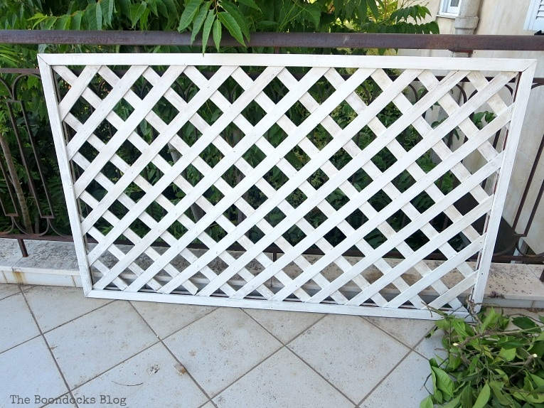 The painted lattice panel, Make an Easy Colorful Fence with Dollar Store Flowers www.theboondocksblog.com