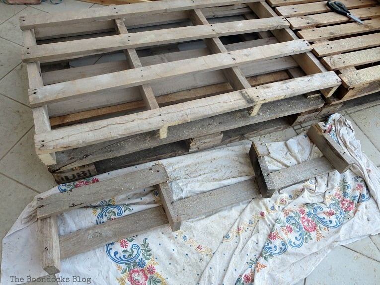 Cutting the one extra wide pallet, Quickly Make a Super Easy Pallet Couch www.theboondocksblog.com