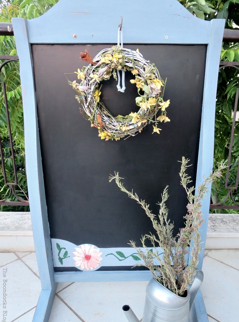 other side, hanging wreath, How to Give New Life to a Chalkboard Stand www.theboondocksblog.com