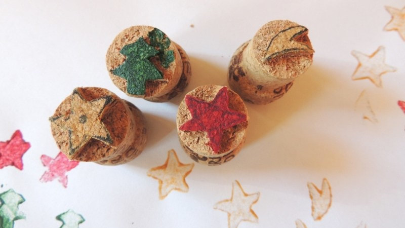 Wine corks repurposed into stamps from Obraznicaturi, 16 Fun and Easy Back to School DIY Gift Ideas www.theboondocksblog.com