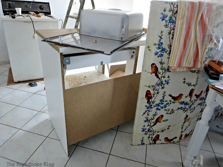 no back for the kitchen sink cabinet, How to Install a New Kitchen with the Help of Murphy's Law, www.theboondocksblog.com
