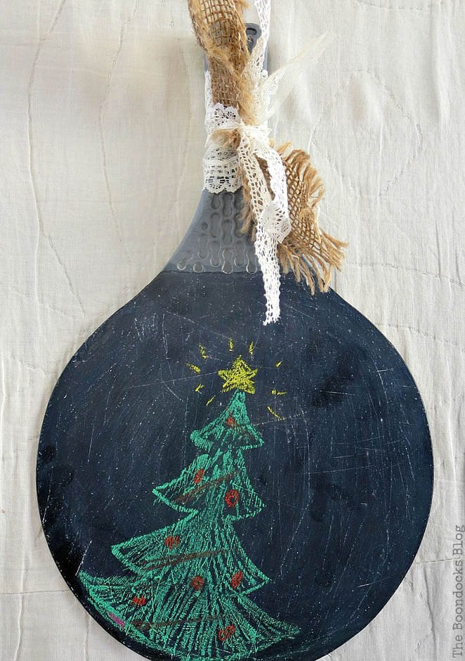 Repurposing Paddles with blackboard paint, Preparing for Christmas with a Holiday Link Party www.theboondocksblog.com