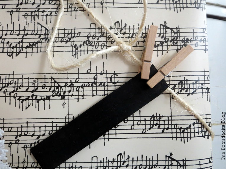 Musical notes paper with chalkboard tag and twine with clothespins, Three simple gift wrapping ideas for the Holidays, www.theboondocksblog.com
