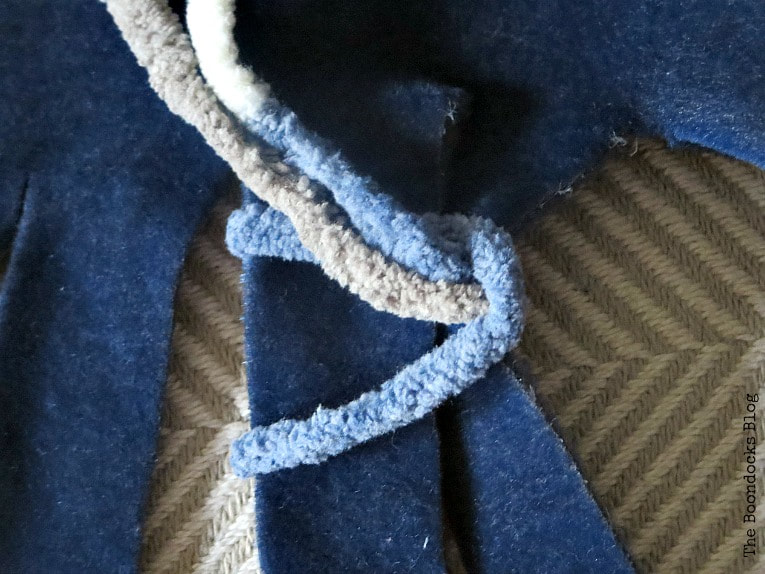 placing the ends through the loop, How to easily transform a blanket with yarn, www.theboondocksblog.com