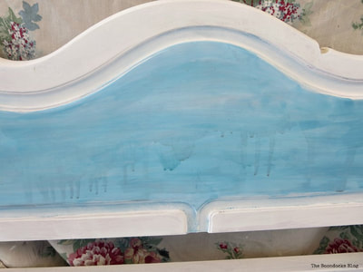daybed upcycle with paint in white and blue.