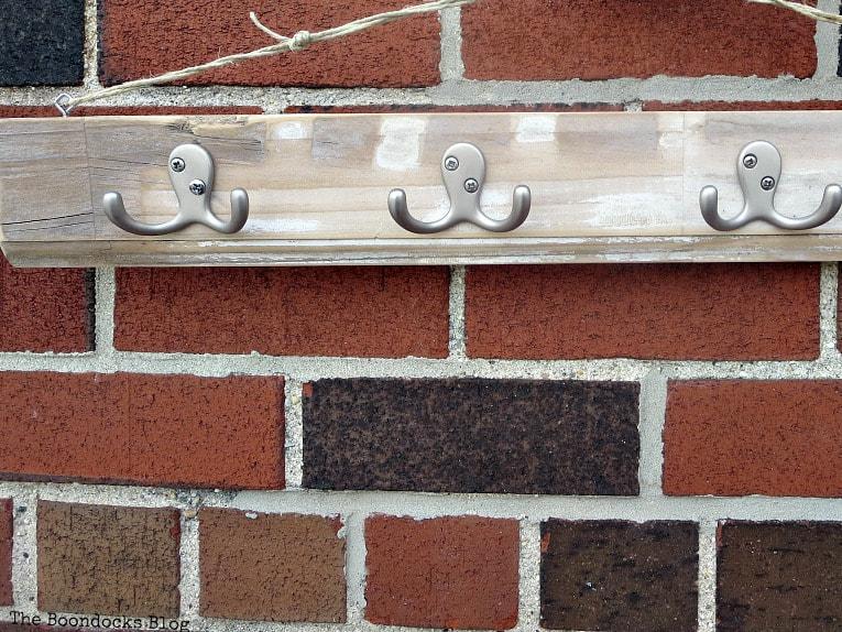 Rustic hook rack, How to Make an Easy Rustic Hook Rack www.theboondocksblog.com