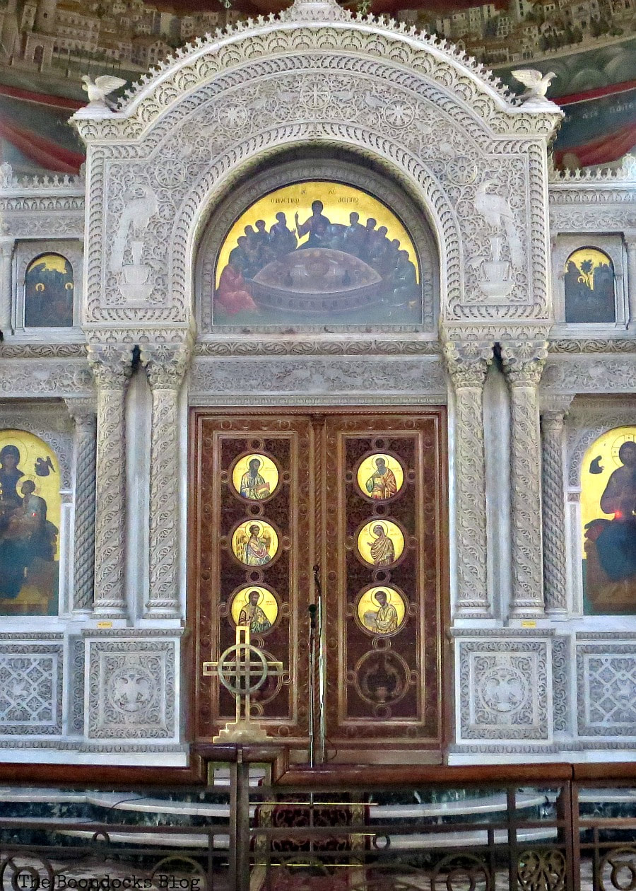 Doors leading to Altar, Admiring the Interior of Saint Andrew's Cathedral www.theboondocksblog.com