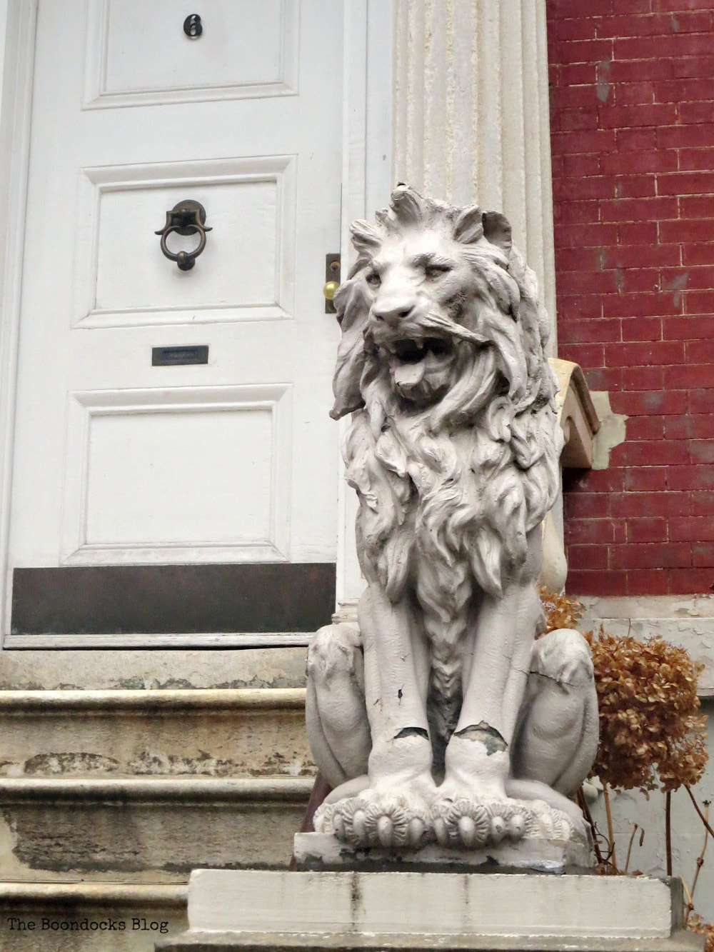 Row house with lion sculpture, Interesting things to see in Greenwich Village www.theboondocksblog.com