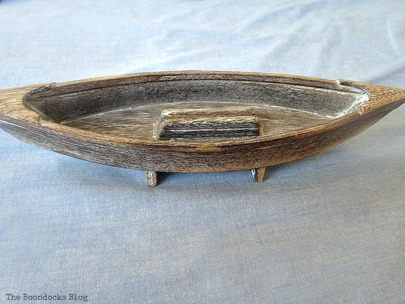 A wooden boat, Seaside Art from a hidden treasure in the dresser / www.theboondocksblog.com