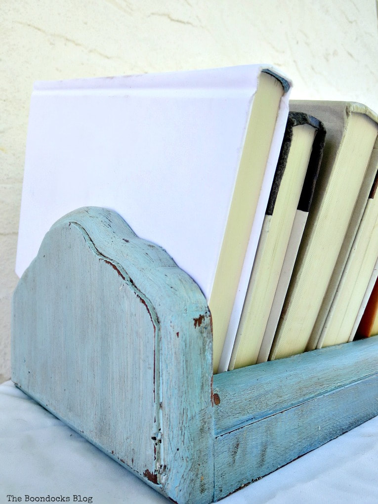 How to get a fun look for a Vintage book trough with paint and wax, #furnituremakeover #storage #bookstorage #Vintagebookshelf #upcycle #vintagedeskcase #funcolor #decorativewax #chalkyfinishpaint #trough What is a Vintage Book Trough and how to make it fun www.theboondocksblog.com