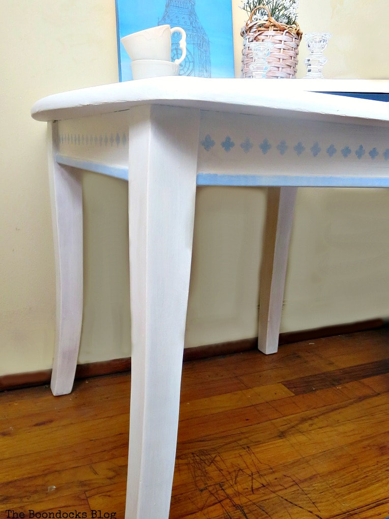 side view of the table and legs, How to Give your Old Table a New Look with Stencils, the boondocksblog.com
