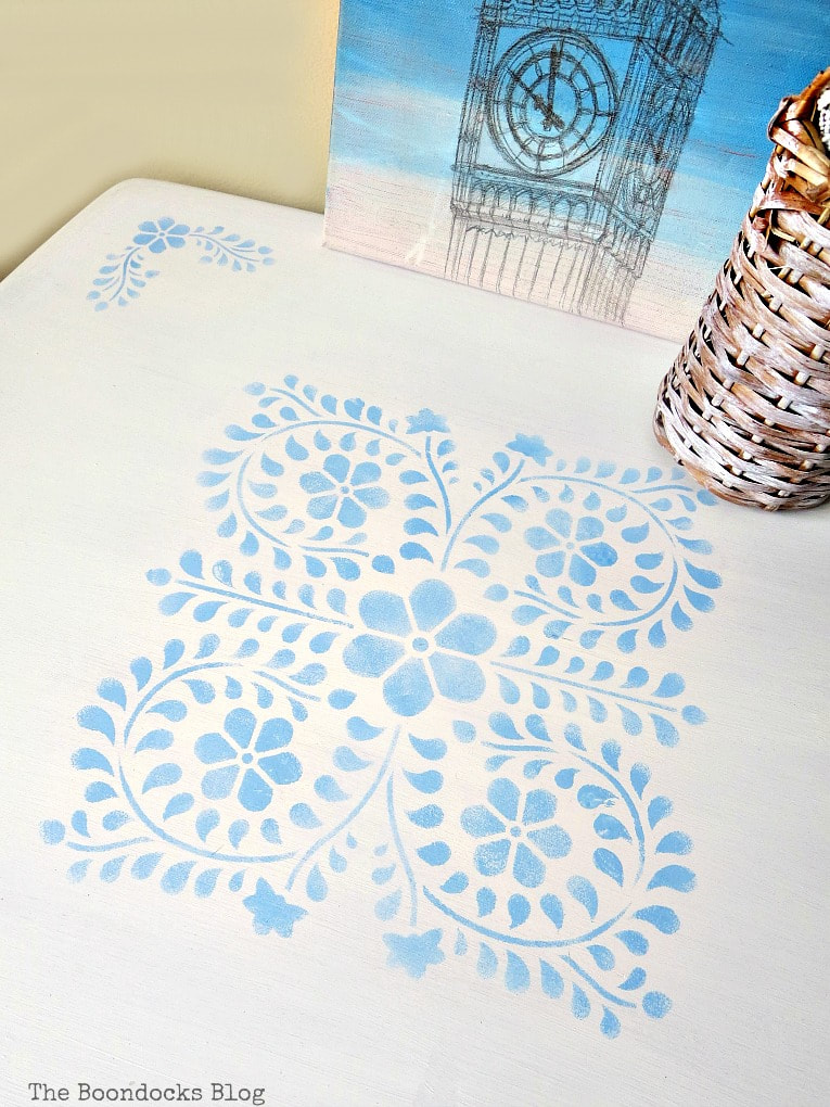 stenciled table top, #Farmhousetable #stencilmakeover #floralstencil #upcycledfurniture How to Give your Old Table a New Look with Stencils, the boondocksblog.com