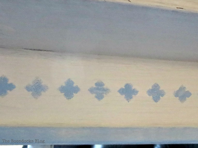 Adding details to the sides of the table, How to Give your Old Table a New Look with Stencils, the boondocksblog.com